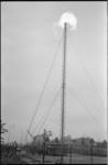 21073-6-42 Afvakkeling aardgas in de woonwijk Zomerland. Links van de afvakkelingsinstallatie een ja-knikker voor de ...