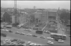 21249-6-5 Achter de bestaande panden van de NRC aan de Witte de Withstraat is een bouwplaats ingericht voor ...