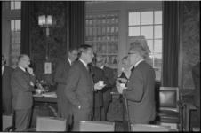 21281-4-16 Prins Claus wordt tijdens zijn werkbezoek aan de stad ontvangen door burgemeester Thomassen en wethouders in ...