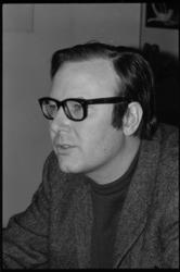 21299-7-31 Portret van Hans Rothmeijer, architect en beeldend kunstenaar.