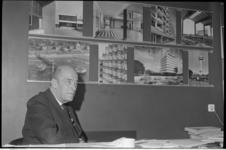 21321-6-30 Architect Hugh Maaskant voor fotowand met zijn ontwerpen.