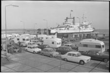 21343-2-33 De Nederlandse Caravan Club is op het terrein van North Sea Ferries in de Beneluxhaven op Rozenburg aanwezig ...