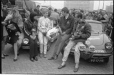 21348-3-32 Aankomst 21e Tulpenrally aan de Hofdijk met team Alfa Romeo Bob de Jong (links) en Kees van Grieken in de ...