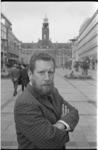 21367-3-2 Portret van prof. dr. P.J.A. ter Hoeven, hoogleraar sociologie aan de Economische Hogeschool.