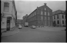 21369-2-35 Huis van Bewaring hoek Noordsingel met Bergstraat; links café De Wachtzaal.