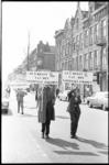 21381-5-24 Leden van politieke partij PPR demonstreren op Katendrecht voor sociale gelijkheid.