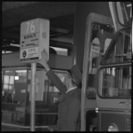 21404-4-7 Bushalte voor bus 76, richting IJsselmonde op busstation Zuidplein; met reclame.