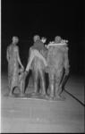 21408-7-2 Demonstratieve actie met verplaatste krans, die eerder was neergelegd door Amerikaanse en Canadese ...