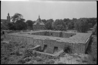21432-3-41 De Burcht van Voorne of Jacoba Burcht, een mottekasteel gelegen in Oostvoorne.