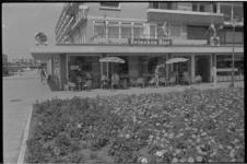 21455-6 Café Alex Inn aan het Samuel Esmeijerplein 2 in Prins Alexander.