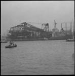 21492-1 Het kraanschip Challenger, gebouwd bij Boele Bolnes en eigendom van Heerema, vertrekt afgeladen met ...