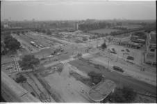 21495-6-37a Bentinckplein Blijdorp richting spoortalud. Op de achtergrond (rechts) het sportcomplex Nenijto.