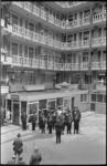 21507-6-12 Opening postkantoor in het Groothandelsgebouw door J.J. Lugte, directeur van het postdistrict Rotterdam, en ...