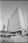 21530-5-8 Het hoogbouwcomplex Woudestein van de Nederlandse Economische Hogeschool (vanaf 1973 Erasmus Universiteit ...