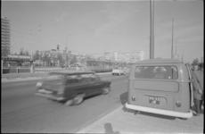 21562-3-44 Een radarwagen van de politie voor het meten van de snelheid van het verkeer op het Weena.