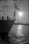 21631-2 Een Brits oorlogsschip, deel uitmakend van het Portlandsquadron, afgemeerd langs de Parkkade.