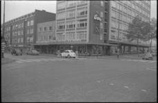 21632-6-42 Het kledingwarenhuis Coster & Co op de hoek van de Meent en de Goudsesingel.