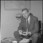 21669-1-4 Portret van ir. M.C. van Veen, directeur van de Rotterdamse Droogdok Maatschappij.