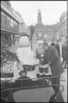 21714-1-36 Kerstman zamelt geld in op de Lijnbaan.