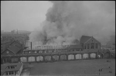 21843-2-11 Brand in de voormalige gasfabriek aan de Gerdesiaweg in Kralingen.