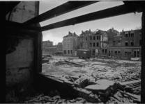 21897-2-5 Sanering van het Oude Noorden met links achterin een school aan de Hofdijk.