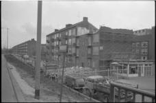 21897-7-18 Sanering van woningen aan de Hogenbanweg. Rechts de Dr. Zamenhofstraat.