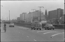 21898-6-29 Snelheidscontrole bij de Weenatunnel. Verkeer komende van het Hofplein wordt gecontroleerd op snelheid ...