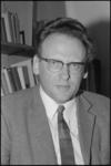 21930-3-33 Portret van drs W. Zeldenrust, leraar aan het Gereformeerd Lyceum.