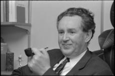 21931-5-10 Portret van Gerhard Werkman, hoofdredacteur van Bouw, Centraal Weekblad voor het Bouwwezen in Nederland en België.