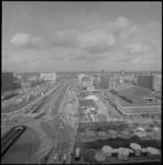 21953-4-2 Overzicht vanaf het Bouwcentrum van de opbouw van C-'70 op het Weena.