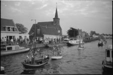 21995-7-16 Overzicht van gepavoiseerde sloepen, gefotografeerd vanaf Prinses Irenebrug, met de Bergse Linker Rottekade ...