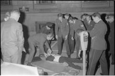 21997-7-15 De 30-jarige Spanjaard die vanaf zeven meter hoogte uit een raam van het hoofdbureau van politie sprong, ...