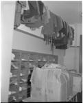 221-9 Kledingruimte voor Kinderen naar Buiten in koloniegebouw De Heuvels in Nunspeet.