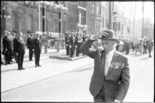 22193-1 Defile oud-mariniers op de Coolsingel met o.a. veteranen, burgemeester W. Thomassen en de nieuwe ...