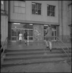22353-1-11 Kleine ingang van ziekenhuis Dijkzigt.