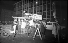 22411-2-41 Dolle Mina's Rotterdam vieren in de Hartmansstraat het éénjarig bestaan met o.a. een historische ...