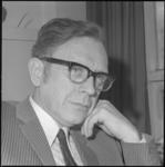 22468-1-9 Portret van Mr. H. Versloot