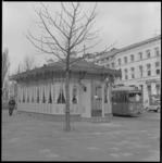 2250-1-6 Een oud tramhuis ingericht als restaurant op het Hermesplein (Mauritsweg / Westersingel)