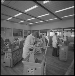 22605-2-3 Draaibanken in de Christiaan Huygensschool in het scholencomplex Technikon.