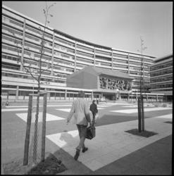 22605-4-4 Het scholencomplex Technikon aan de Benthemstraat.