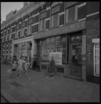 22716-2 In het pand van een oude slagerij in de Zwart Janstraat wordt een filiaal van de Hollandsche Bank Unie gevestigd.