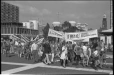 22793-3-36 Jezusmars door Rotterdam, hier op de Lijnbaan, georganiseerd door evangelist Ben Hoekendijk.