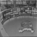 228 Overzichtsfoto van de tentoonstelling Tal en last in het Bouwcentrum.