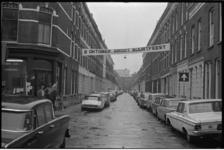 22846-6-23 Spandoek met aankondiging van een buurtfeest in het Oude Westen bij buurtwinkel Ons Huis in de Gaffelstraat. ...