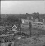22896-2-7 Sloop in het Oude Noorden bij de Rottestraat en omgeving. Links de bomen van het Noordplein; op de ...