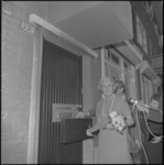 22925-3 Mevrouw An Thomassen-Lind verricht de officiële opening van de abortuskliniek van de Stimezo aan de ...