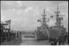 22934-1-L Een Navo-eskader, bestaande uit een Amerikaans, Duits, Engels en een Nederlands schip, brengt een bezoek aan ...