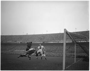 230-1 Spelmoment Feyenoord - Ajax: aanval Feyenoord.
