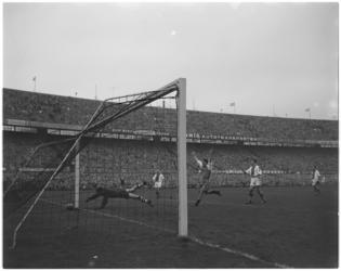 230-2 Spelmoment Feyenoord - Ajax: doelpunt Feyenoord.