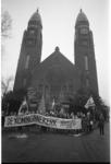 23089-1-11 Demonstratie tegen de sloop voor de Koninginnekerk.